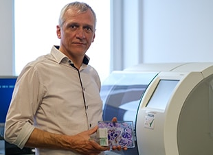 Dr. Ivo van Den Berghe AZ Sint-Jan Award for 100% Digital - Digital Pathology Blog